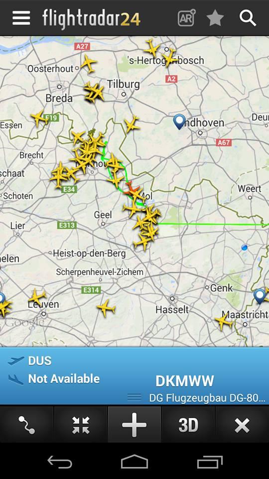Flightradar24 laat zweefvliegtuigen die te zien zijn met Flarm al goed zien. Deze kisten worden allemaal gezien door een station op Keiheuvel en Gilze Rijen op een aardige zondag in Augustus.